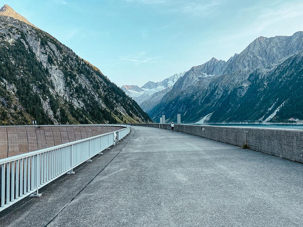 Junto a la presa del Schlegeis Stausee se encuentra el aparcamiento